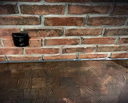 Foto av fuging i overgang gulv og murvegg