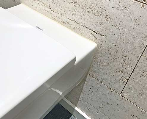 Foto av fuging rundt toalett