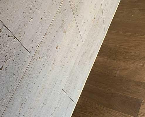 Foto av fuging i overgang gulv og vegg